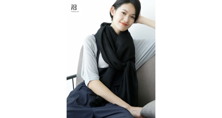 润帛2018新款春秋冬季韩国黑色羊毛围巾披肩女纯色韩版两用超长薄